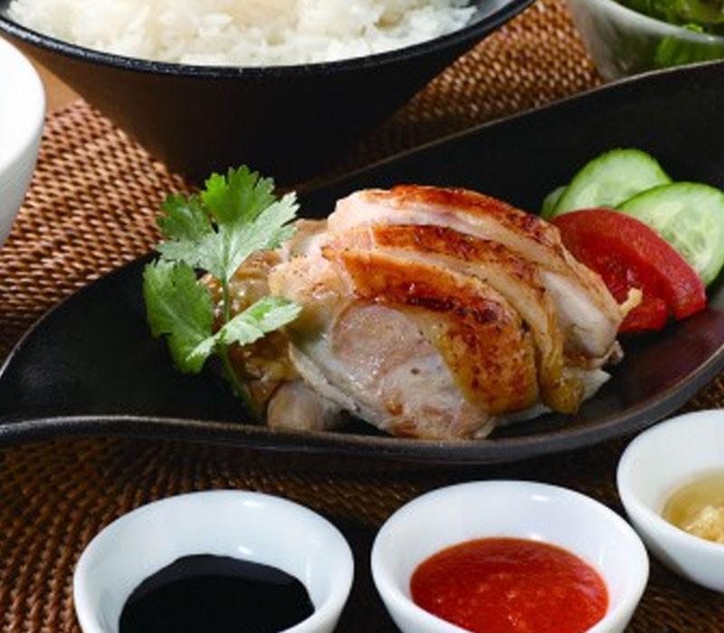 ロースト海南チキンライス(スープ、サラダ付) 1,100円(税込)